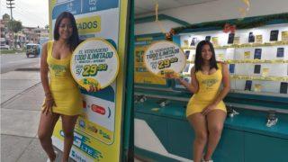 Upskirt to big booty venezuelan selling cellphones in Perú 😈